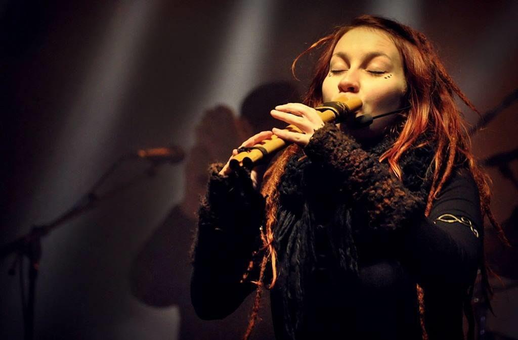 Ginad von Waldkauz on Stage mit Doppelflöte