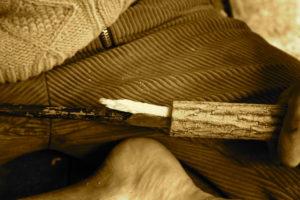 das getrocknete Holz wird auf den erwünschten Innendurchmesser aufgebohrt
