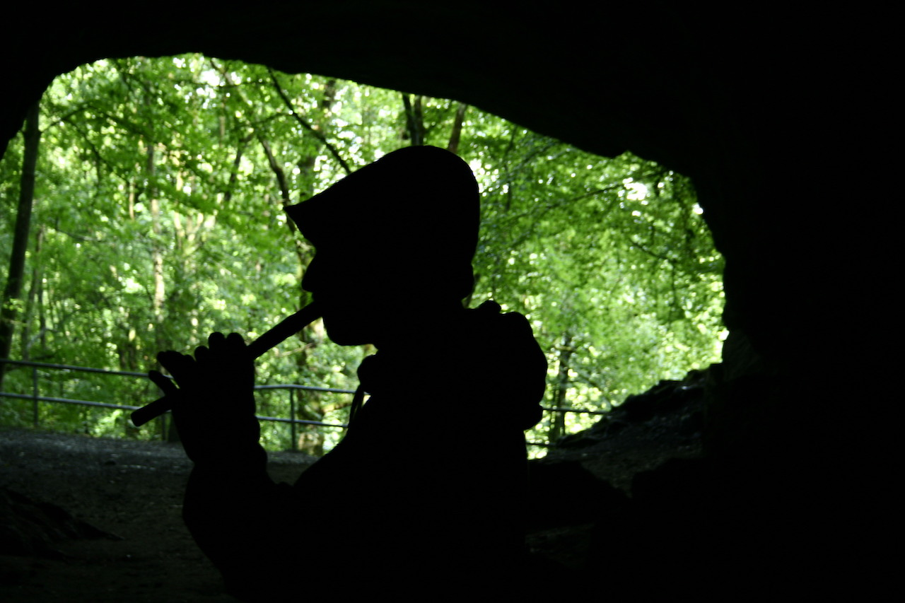Klänge in der Feldhofhöhle im Hönnetal